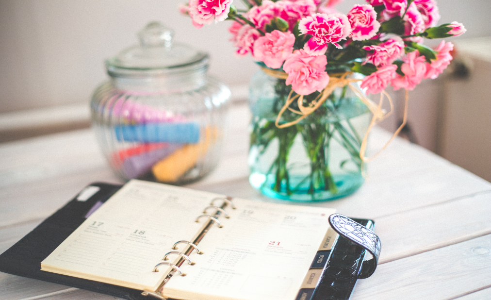 70-pinterest-flowers-desk-office-vintage