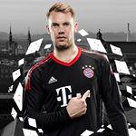 Fußballer Manuel Neuer in Trikot von Bayern München