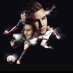 Collage von Fußballer Mario Götze, in dem er als Portarit szu sehen ist und in Bewegung mit dem Fußball